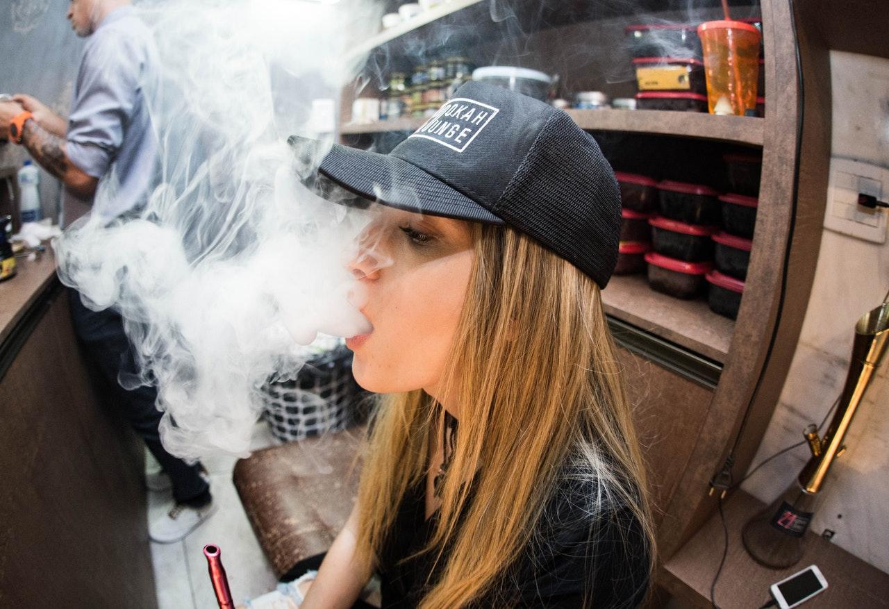 kouření a polykání